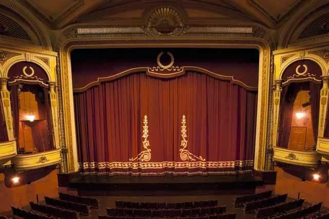 Театры могут освободить от кассовой техники