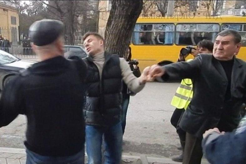 А вот и санкции подвезли в Украину