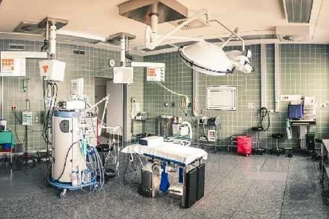 Обслуживают ли частные клиники по полису ОМС?
